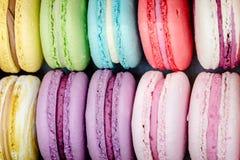 Close-up van heerlijke Franse macarons Kleurrijke smakelijke koekjes Royalty-vrije Stock Fotografie