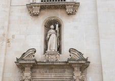 Close-up van Heilige op een gebied boven juiste deur, Voor van dei Santi Pietro e Paolo Galatina Italy van Chiesa Madre Stock Foto's