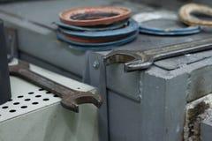 Close-up van het apparaat om met de hand gemaakt tafelzilver, het werkschema van een juwelier uit te smelten stock foto