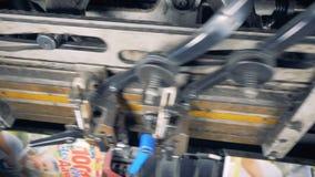 Close-up van het bewegen van industrieel mechanisme stock videobeelden
