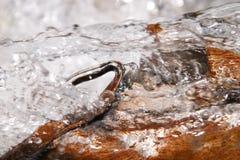 Close-up van het bewegen van water Stock Afbeeldingen