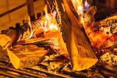 Close-up van het branden van brand in open haard royalty-vrije stock foto's