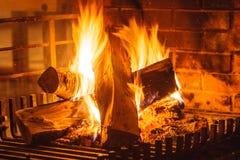 Close-up van het branden van brand in open haard royalty-vrije stock foto