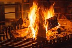 Close-up van het branden van brand in open haard royalty-vrije stock fotografie