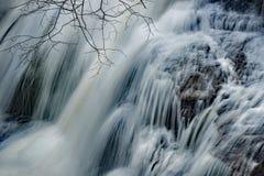 Close-up van het Gebrul van In werking gestelde Waterval royalty-vrije stock afbeelding