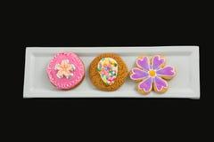 Close-up van het heerlijke koekje van het gemberbrood in dienblad Stock Foto