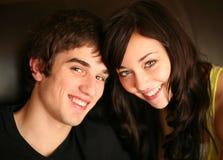 Close-up van het mooie jonge paar glimlachen Stock Foto