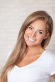 Close-up van het mooie vrouw glimlachen stock foto's