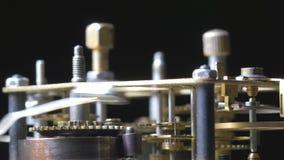 Close-up van het uitstekende klokmechanisme lopen stock footage