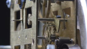Close-up van het uitstekende klokmechanisme lopen stock video