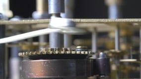 Close-up van het uitstekende klokmechanisme lopen stock videobeelden