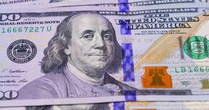 Close-up van honderd Dollarsbankbiljetten stock videobeelden
