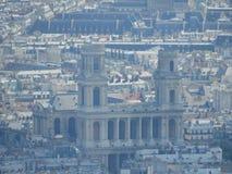 Close-up van Kerk heilige-Sulpice of Eglise heilige-Sulpice bij zonsonderganglicht van panoramisch terras van Reis Montparnasse L stock foto's