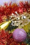 Close-up van Kerstmisballen en groene sparrentak, nieuwe jaarkaart Royalty-vrije Stock Fotografie