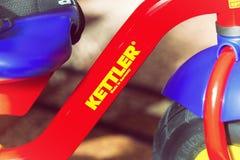 Close-up van Kettler-embleem op fietskader Stock Afbeelding