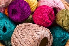 Close-up van kleurrijke draden stock afbeelding