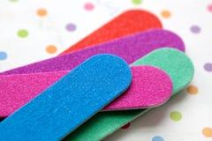 Close-up van kleurrijke vingernageldossiers Stock Afbeelding