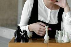 Close-up van koningsschaakstuk op een schaakraad stock afbeelding