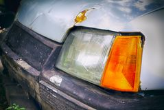 Close-up van koplamp van oude roestige auto royalty-vrije stock fotografie
