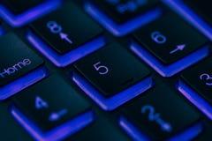 Close-up van laptop toetsenbordverlichting, backlit toetsenbord Stock Foto's