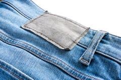 Close-up van leeg leeretiket op jeans Stock Foto
