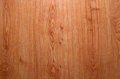 Close-up van lichtgele natuurlijke houten textuur met verticale strepen Natuurlijke gele en bruine houten achtergrond stock fotografie