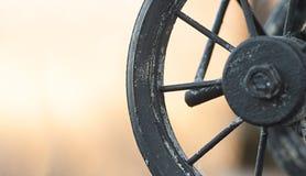 Close-up van miniatuurstuk speelgoed auto op natuurlijke achtergrond Royalty-vrije Stock Afbeelding