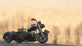 Close-up van miniatuurstuk speelgoed motorfiets op natuurlijke achtergrond Royalty-vrije Stock Afbeelding