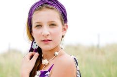 Close-up van modelmeisje op het strand Stock Foto's