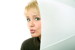 Close-up van mooie blonde vrouw met paraplu i stock afbeelding