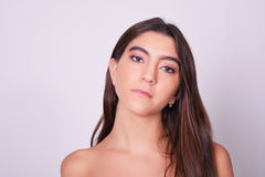 Close-up van mooie jonge Kaukasische vrouw Stock Afbeeldingen