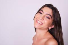 Close-up van mooie jonge Kaukasische vrouw Royalty-vrije Stock Afbeeldingen
