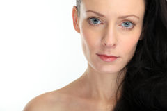 Close-up van mooie sexy donkerbruine vrouw met oogcontact Stock Fotografie