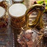 Close-up van muzikale die instrumenten tijdens Indische ceremonies worden gebruikt royalty-vrije stock afbeeldingen