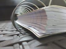 Close-up van notitieboekje wordt geschoten dat stock foto