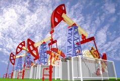 Close-up van oliepompen op achtergrond van blauwe hemel met wolken Royalty-vrije Stock Foto