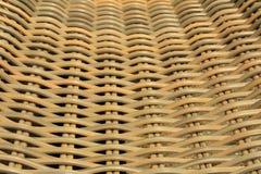 Close-up van opgeschorte geweven tuinstoel Stock Foto