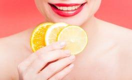 Close-up van oranje plakken, citroen en kalk royalty-vrije stock afbeelding