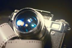 Close-up van oude fotocamera met metaalkleur Stock Afbeelding