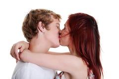 Close-up van paar dat elkaar kust. Royalty-vrije Stock Foto