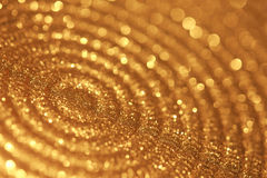 Close-up van plaat met gouden bokeh en het fonkelen lichten Stock Afbeeldingen