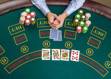 Close-up van pookspeler met speelkaarten en spaanders Royalty-vrije Stock Afbeelding