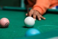 Close-up van pool op rustieke lijst wordt geschoten die Royalty-vrije Stock Foto's