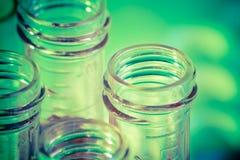 Close-up van reageerbuizen met rode vloeistof in laboratorium royalty-vrije stock foto's