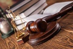 Close-up van rechtvaardigheidshouten hamer Stock Fotografie
