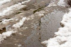 Close-up van reusachtige vulklei van sneeuw op stadsstraten Royalty-vrije Stock Foto