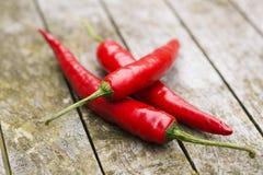 Close-up van roodgloeiende chilipeppers Stock Afbeeldingen