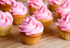 Close-up van roze cupcake Stock Afbeeldingen