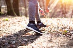 Close-up van runner& die x27 wordt geschoten; s schoenen Stock Afbeelding