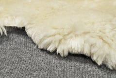 Het bont van schapen op woltextuur Stock Foto